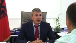Ministri Damian Gjiknuri