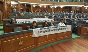 parlament slloganet vetvendosja