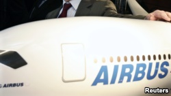Airbus avion pa pilot diellor