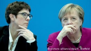 Annegret Kramp-Karrenbauer me Angela Merkelin