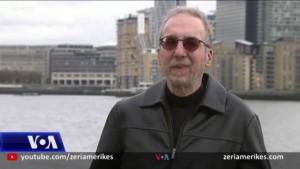 Gazetari Steve Stecklow