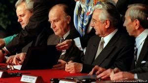 SHBA, Dejton 1995 - Nga e majta Slobodan Miloseviç, Alija Izetbegovic, Franjo Tuđman