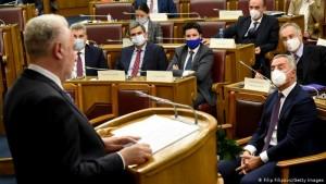 Gjukanoviçi ndjek fjalimin e kryeministrit të ri, Krivokapiç, 2 dhjetor 2020