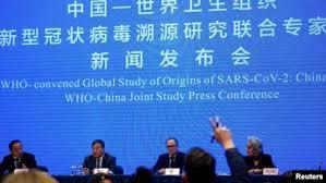 Pjesëtarë të ekipit të përbashkët të OBSH-së dhe Kinës në konferencë për media.