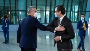 Dmytro Kuleba dhe Jens Stoltenberg në Bruksel